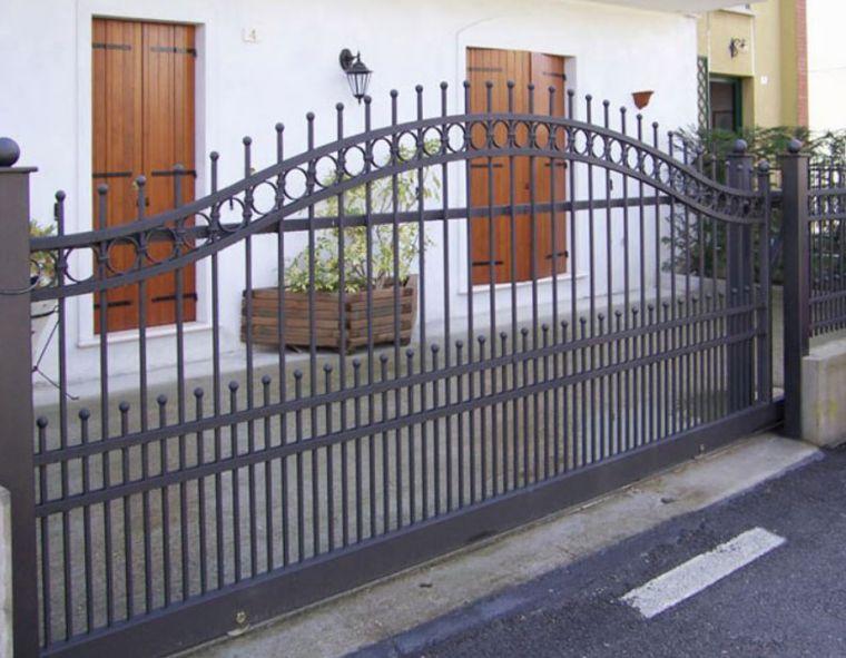 Πόρτες  γκαράζ και καγκελόπορτες  για κατοικίες και όχι μόνο.